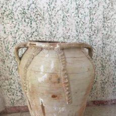 Antigüedades: TINAJA DE CALANDA LAÑADA EN EL BORDE. DOS ASAS Y ADORNOS. Lote 132031234