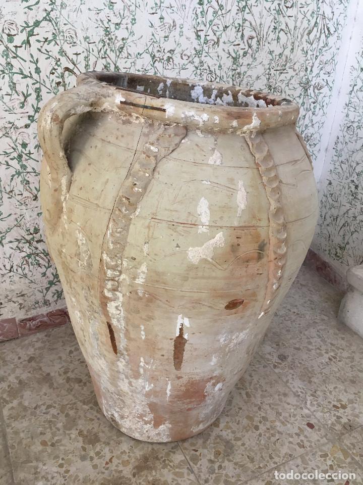 Antigüedades: TINAJA DE CALANDA LAÑADA EN EL BORDE. DOS ASAS Y ADORNOS - Foto 2 - 132031234