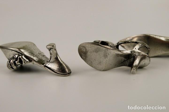 Antigüedades: ANTIGUOS Y CURIOSOS ZAPATO MINIATURA EN PLATA CINCELADA ARTESANALES - Foto 7 - 51530932