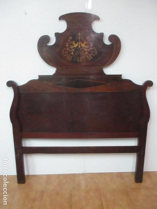 CABEZAL DE CAMA ISABELINO - MADERA DE CAOBA - BONITA MARQUETERÍA, DE MADERA DE BOJ - S. XIX (Antigüedades - Muebles Antiguos - Camas Antiguas)