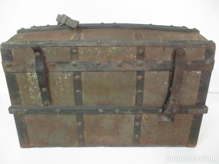 Antigüedades: Bonito Baúl - Madera Forrada en Metal - Sello Bazar de la X, Calle Espoz y Mina 6, Madrid - Foto 10 - 132129174