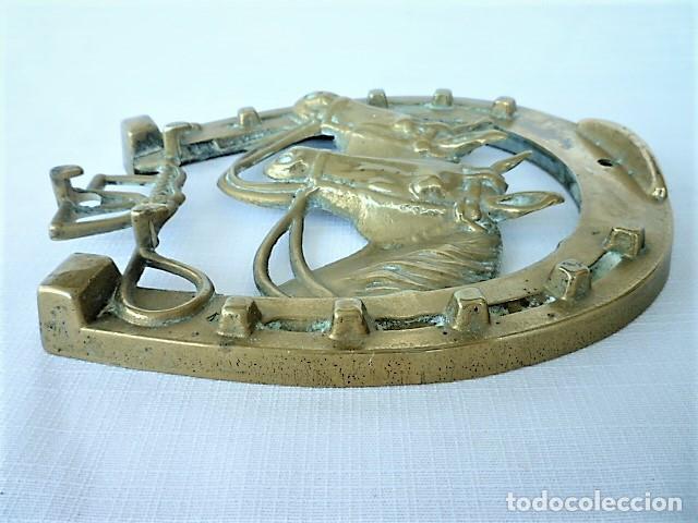 Antigüedades: CUELGALLAVES EN BRONCE CON MOTIVOS EQUESTRES - Foto 3 - 136251006