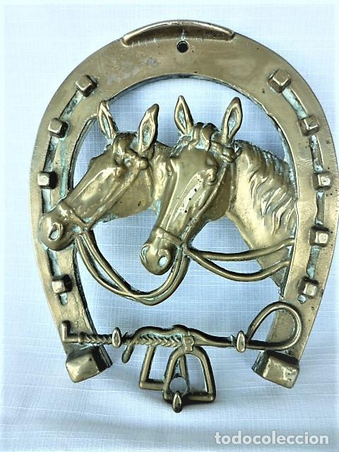 Antigüedades: CUELGALLAVES EN BRONCE CON MOTIVOS EQUESTRES - Foto 4 - 136251006