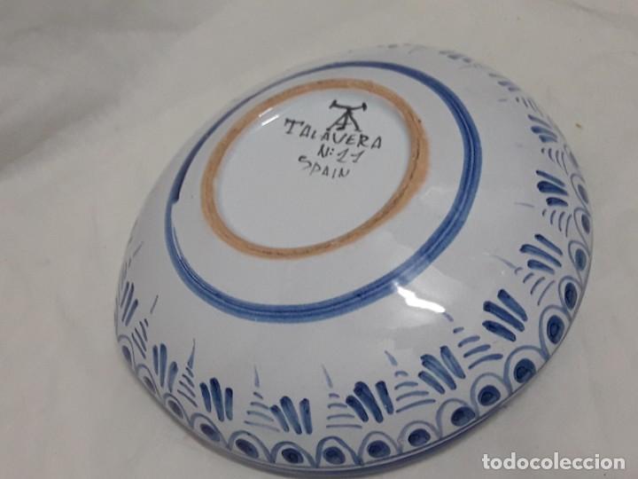 Antigüedades: Cenicero de cerámica Talavera Universitas Studiorum Navarrensis con San Miguel - Foto 7 - 132151630