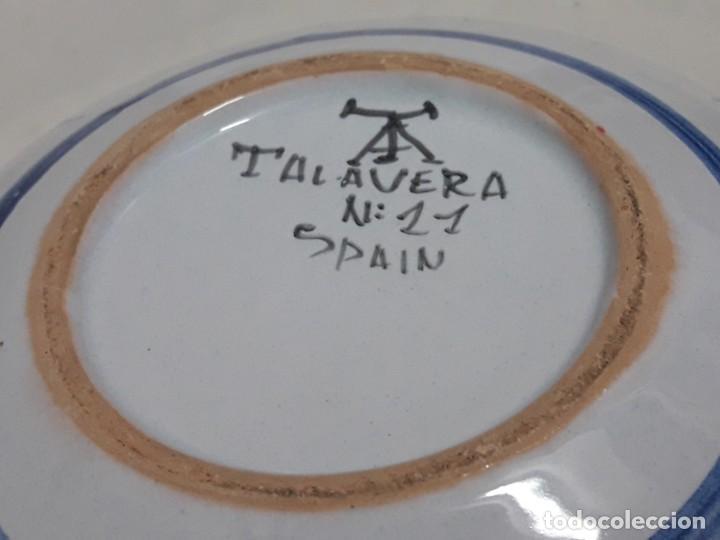 Antigüedades: Cenicero de cerámica Talavera Universitas Studiorum Navarrensis con San Miguel - Foto 8 - 132151630