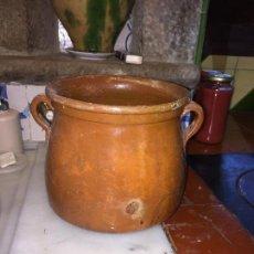 Antigüedades: ANTIGUA OLLA / PUCHERO DE CERAMICA CATALANA HECHO A MANO AÑOS 20-30 . Lote 132183678