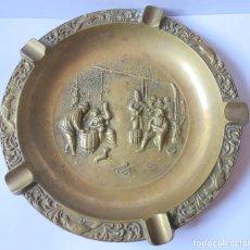 Antigüedades: CENICERO MUY GRANDE , APTO PARA PUROS O PIPAS - LATON O BRONCE. Lote 132197014