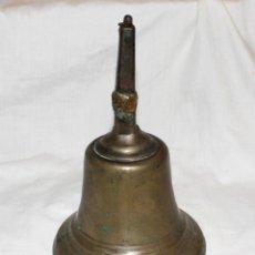 Antigüedades: MUY ANTIGUA CAMPANA DE LOCOMOTORA 14 CMS. BRONCE CON PRECIOSA PÁTINA.. Lote 132200674