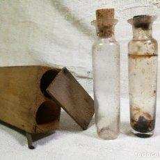 Antigüedades: PAREJA FRASCOS CRISTAL SOPLADO EN CAJA -ACEITE VINAGRE--CAMPESINOS PAGÉS CATALÁ.VINAGRERAS VIAJE. Lote 132222134