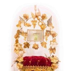 Antigüedades: ANTIGUO FANAL O GLOBO DE NOVIA CON SU CÚPULA EN CRISTAL SOPLADO.. Lote 132242010