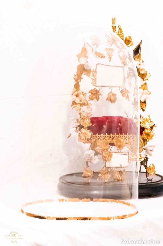 Antigüedades: Antiguo fanal o globo de novia con su cúpula en cristal soplado. - Foto 2 - 132242010