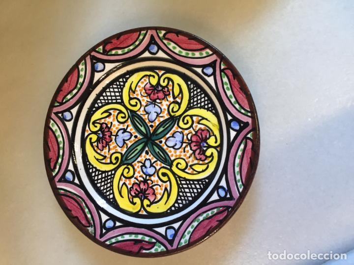 Antiguo Plato De Porcelana Blanca Con Bonitos D Comprar Botijos