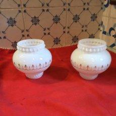 Antigüedades: ANTIGUAS 2 TULIPA / TULIPAS DE OPALINA BLANCA ALFONSINAS DE LÁMPARA DE GAS DEL SIGLO XIX . Lote 132252502