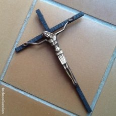 Antigüedades: CRUCIFIJO ESCOLAR CON CRUZ DE HIERRO Y CRISTO EN BRONCE. Lote 132265238