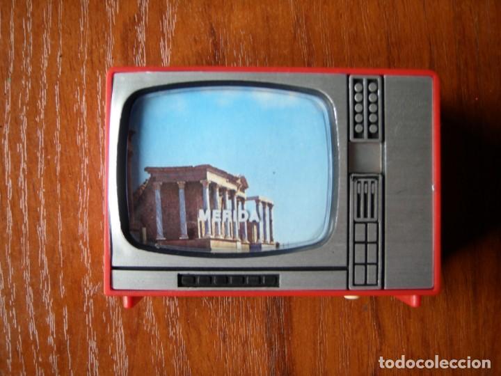 VISOR DE MÉRIDA CON FORMA DE TELEVISION (Antigüedades - Varios)