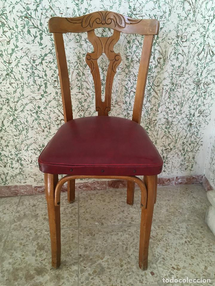 SILLA CON ASIENTO ESCAI GRANATE Y MADERA. VINTAGE (Antigüedades - Muebles Antiguos - Sillas Antiguas)