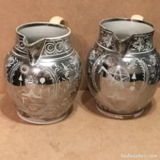 Antigüedades: PAREJA DE JARRAS DE REFLEJO PLATEADO CON SÍMBOLOS MASÓNICOS. Lote 132348562