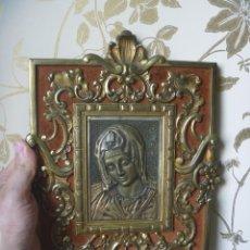 Antigüedades: MARCO BRONCE IMAGEN VIRGEN MARÍA LA ANUNCIACIÓN LABRADO MOTIVOS FLORALES PRECIOSA FILIGRANA. Lote 177122015