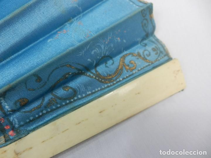 Antigüedades: Abanico 1850 pintado a mano en hueso y seda en caja de origen - Foto 3 - 132396066
