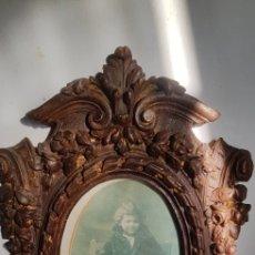 Antigüedades: MARCO TALLADO CON FOTO. Lote 140894698