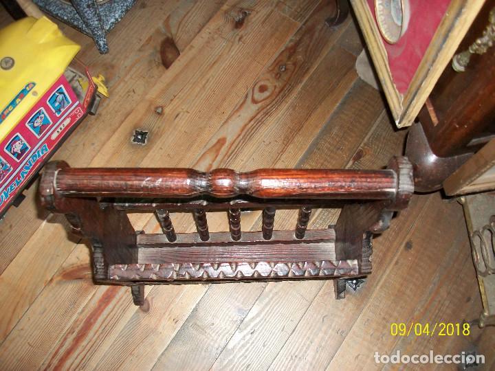 Antigüedades: ANTIGUO REVISTERO DE MADERA - Foto 2 - 132426062