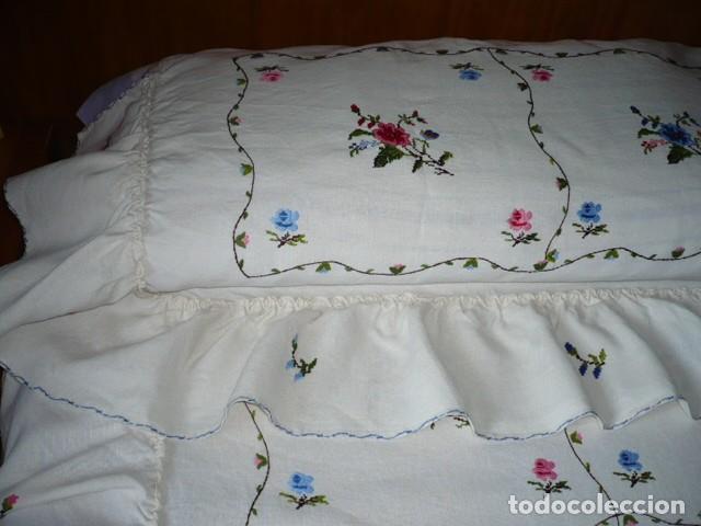 Antiquitäten: COLCHA HILO BORDADA LAGARTERA CON VOLANTE CAMA 135 - Foto 6 - 132446882