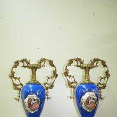 Antigüedades: PAREJA DE JARRONES ANTIGUOS PORCELANA ESMALTADA. Lote 132460898