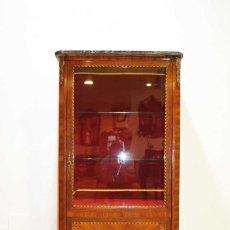 Antigüedades: ANTIGUA VITRINA ESTILO LUIS XVI CON MARQUETERÍA. Lote 132462510