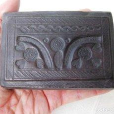 Antigüedades: CAJA DE MADERA FORRADA EN PIEL INTERIOR Y EXTERIOR ÚNICA. Lote 132465214