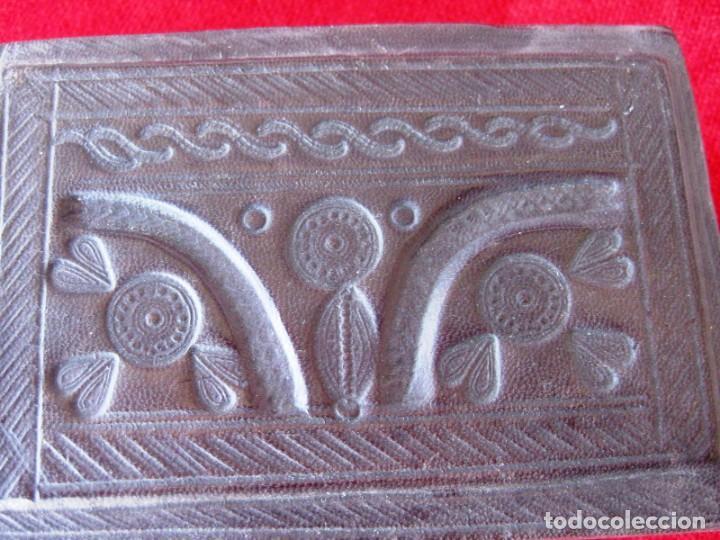 Antigüedades: CAJA DE MADERA FORRADA EN PIEL INTERIOR Y EXTERIOR ÚNICA - Foto 2 - 132465214