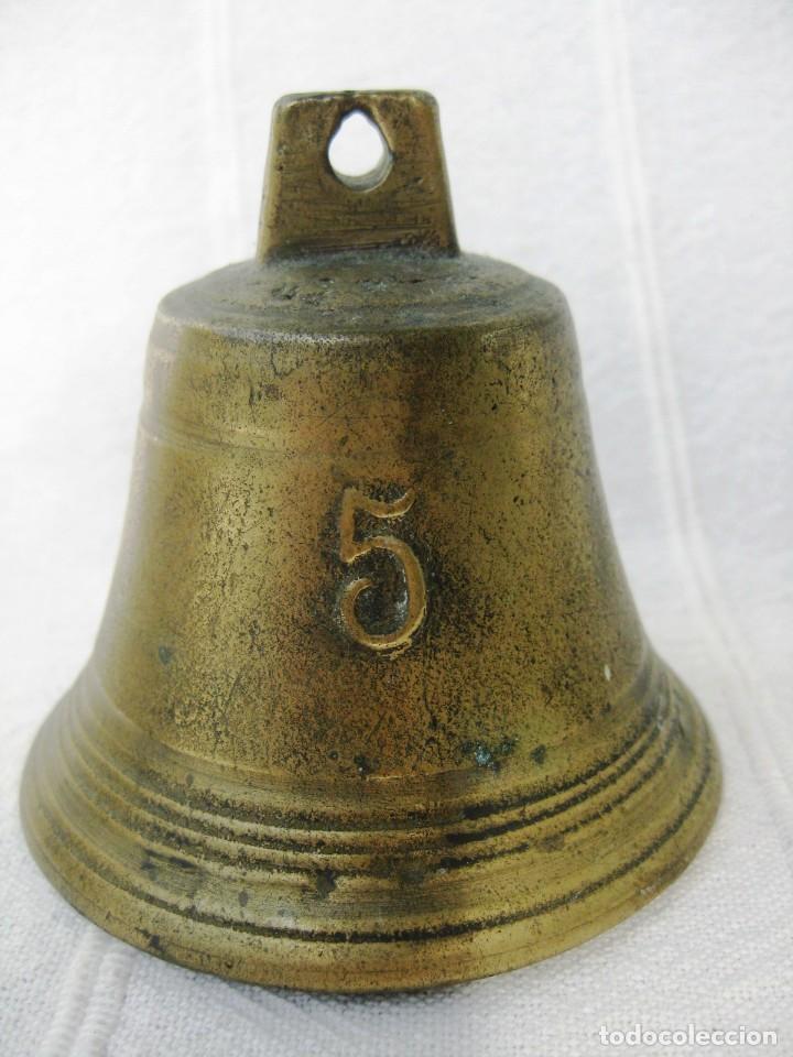 CAMPANADE BRONCE Nº 5 MARCADA L B CON BADAJO ORIGINAL DE HIERRO 200 GRS (Antigüedades - Hogar y Decoración - Campanas Antiguas)