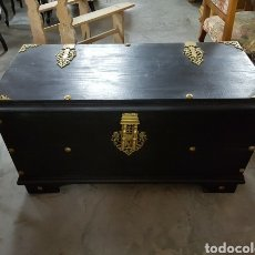 Antigüedades: BAUL O ARCON EN MADERA MACIZA TIRADORES EN BRONCE. Lote 132476939