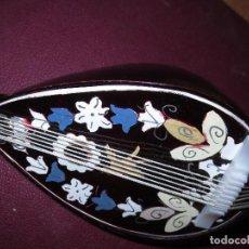Antigüedades: ANTIGUA CAJA MUSICA QUITARRA O LAUD ESTILO DEL MEDIEVO. Lote 132478898