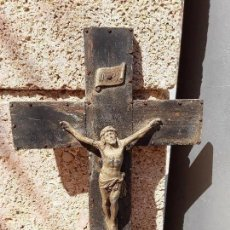 Antigüedades: CRICIFIJO DE MADERA Y METAL. Lote 132484166