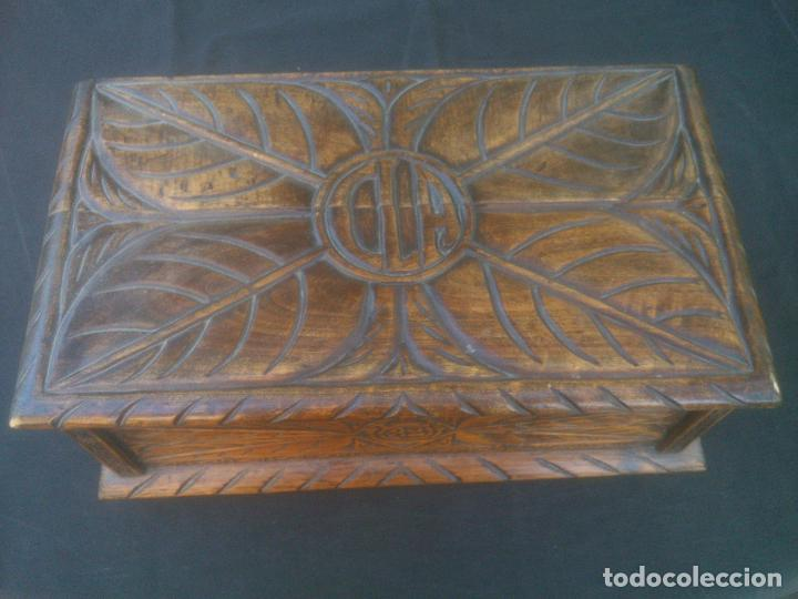 ARCA ANTIGUA DE PINO LABRADO (Antigüedades - Muebles Antiguos - Baúles Antiguos)