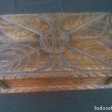 Antigüedades: ARCA ANTIGUA DE PINO LABRADO. Lote 132485918