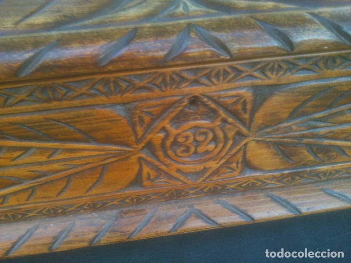 Antigüedades: Arca antigua de pino labrado - Foto 3 - 132485918