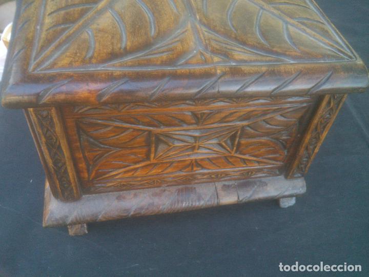 Antigüedades: Arca antigua de pino labrado - Foto 5 - 132485918