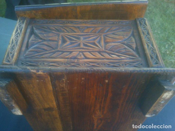Antigüedades: Arca antigua de pino labrado - Foto 7 - 132485918