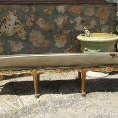 Antigüedades: BANQUETA DE DORMITORIO DE GRAN TAMAÑO. Lote 132503010