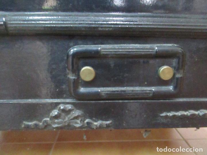 Antigüedades: Antigua Cocina Económica - Marca Hergo - con Catalogo - Foto 5 - 155192248