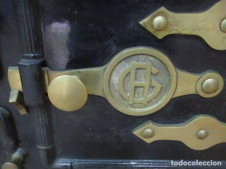Antigüedades: Antigua Cocina Económica - Marca Hergo - con Catalogo - Foto 11 - 155192248