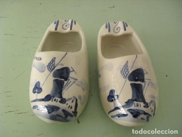 PAREJA DE ZUECOS CERAMICA RECUERDO DE HOLANDA. (Antigüedades - Porcelana y Cerámica - Holandesa - Delft)