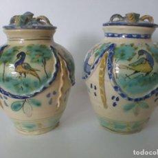 Antigüedades: BONITA PAREJA DE JARRONES - BOTE, JARRÓN - CERÁMICA CATALANA - CON TAPONES - S. XIX. Lote 132570562