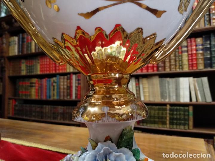 Antigüedades: ESPECTACULAR JARRÓN DE PORCELANA Y ORO FINO - DECORACIÓN FLORAL EXTRAORDINARIA - PIEZA DE MUSEO - - Foto 3 - 132585462