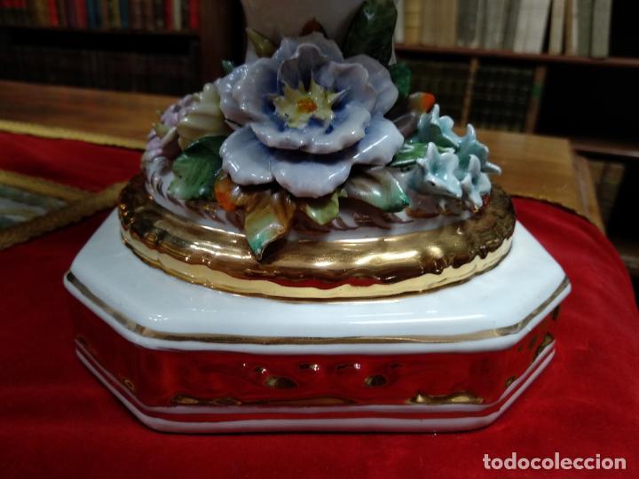 Antigüedades: ESPECTACULAR JARRÓN DE PORCELANA Y ORO FINO - DECORACIÓN FLORAL EXTRAORDINARIA - PIEZA DE MUSEO - - Foto 4 - 132585462