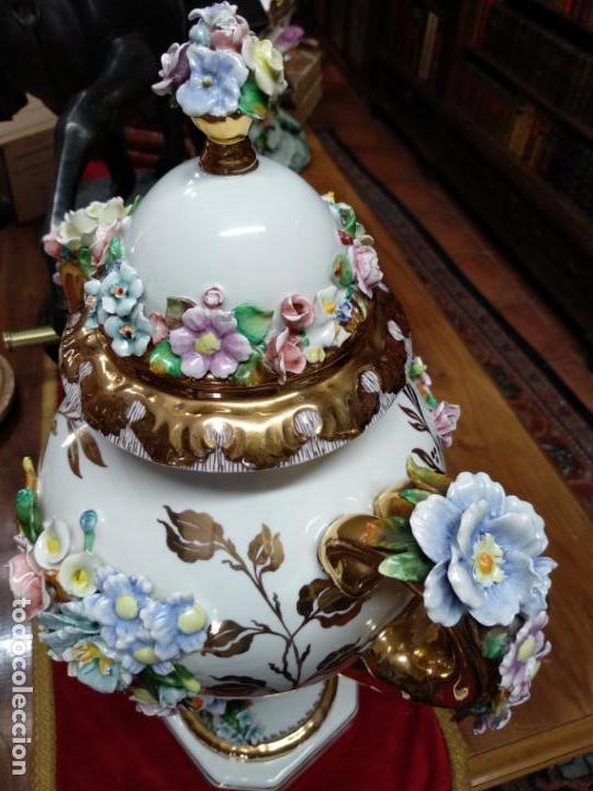 Antigüedades: ESPECTACULAR JARRÓN DE PORCELANA Y ORO FINO - DECORACIÓN FLORAL EXTRAORDINARIA - PIEZA DE MUSEO - - Foto 6 - 132585462
