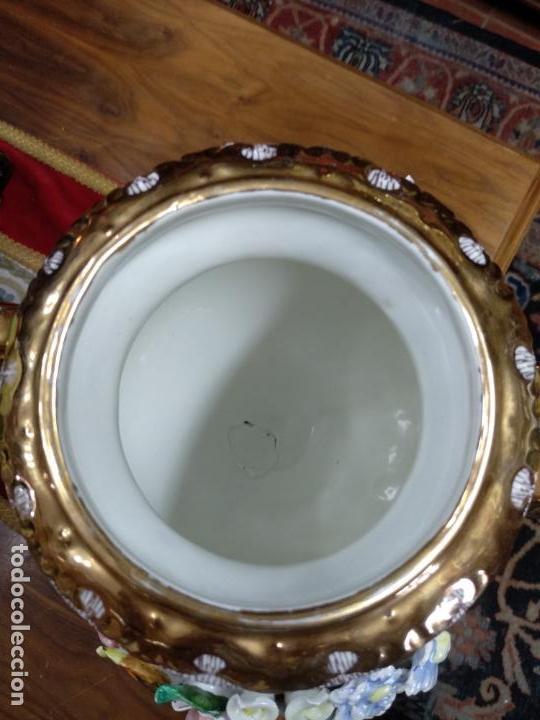 Antigüedades: ESPECTACULAR JARRÓN DE PORCELANA Y ORO FINO - DECORACIÓN FLORAL EXTRAORDINARIA - PIEZA DE MUSEO - - Foto 9 - 132585462
