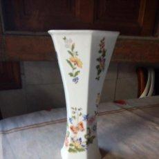 Antigüedades: JARRÓN DE PORCELANA AYNSLEY. BONE CHINA. ENGLISH COTTAGE GARDEN. Lote 132604338