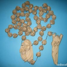 Antigüedades: ANTIGUO ROSARIO GRANDE DE PARED O CAMA DE PASTA RESINA O SIMILAR MUY PESADO - COMPLETO - VER FOTOS. Lote 132615270